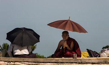 Onder moeders paraplu van Edzo Boven