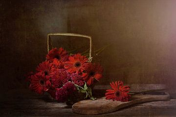 Stilleben mit roten Blumen von Saskia Dingemans