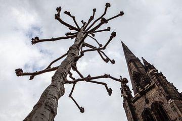 arbre et tour d'église à Londres sur Eric van Nieuwland
