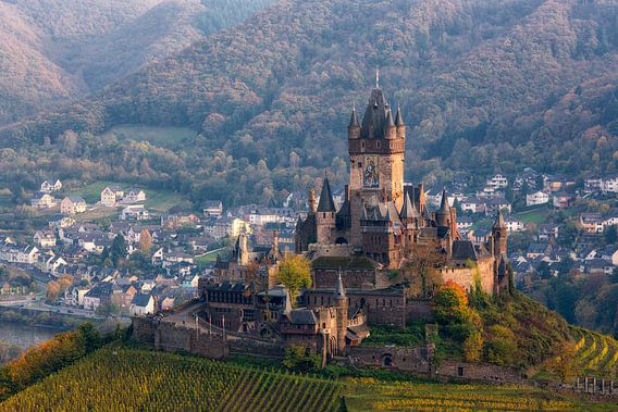 Een sprookjes kasteel in prachtig landschap  van Bram van Broekhoven