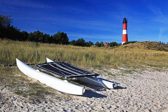 Sylt - Leuchtturm Hörnum mit Katamaran am Strand