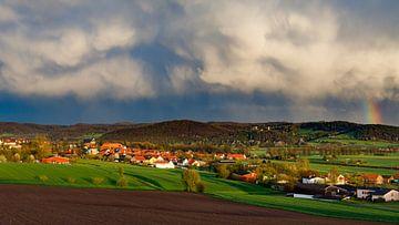 Regen boven Herleshausen van Roland Brack