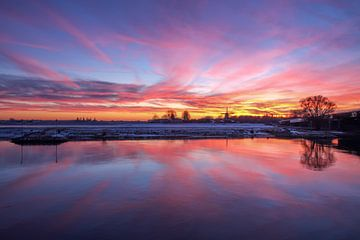 Deventer ijssel Bolwerksmolen zonsondergang Sky on fire van Han Kedde