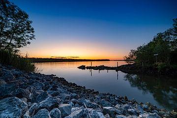 Sonnenaufgang am Wasser von Alvin Aarnoutse