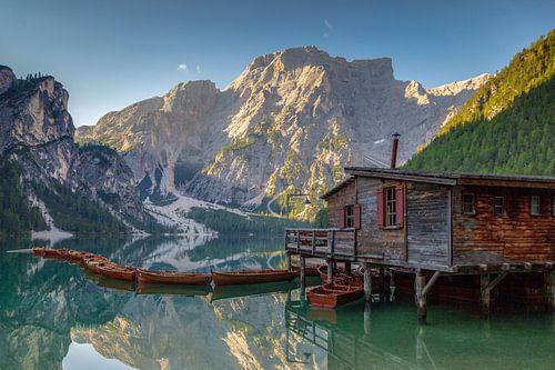 Boat house at Pragser Wildsee sur