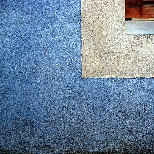 Muur blauw van Annemie Hiele