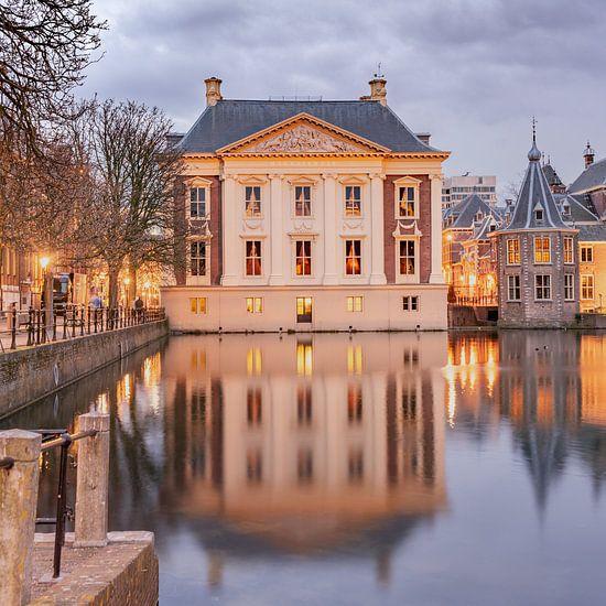 Mauritshuis Den haag bij schemering van Erik van 't Hof