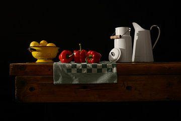 Stilleven citroen en paprika van Gerard Veerling
