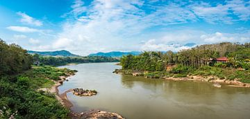 Nam Ou rivier in Noord Laos van Rietje Bulthuis