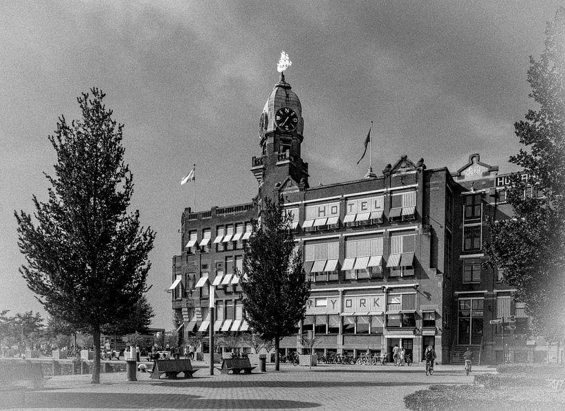 Retro14/ Hotel New York, Kop van Zuid, Rotterdam van Henry van Schijndel