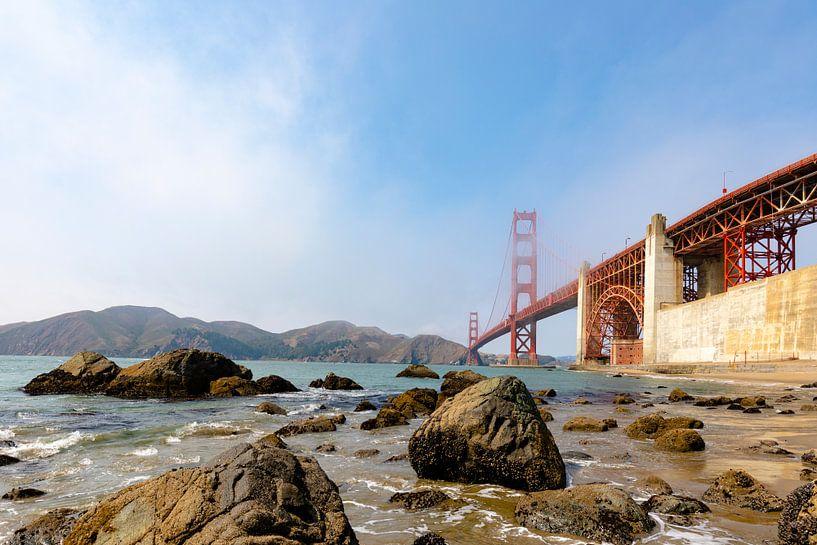 Gold Gate Bridge Rocks - San Francisco van Remco Bosshard