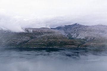 Berglandschaft in den Wolken von Jasper den Boer