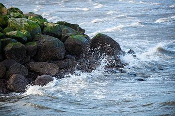 Blick auf die Wellen und das Wasser des Meeres von Matthias Korn