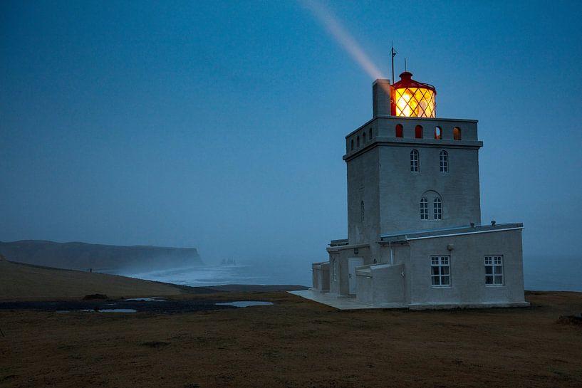 Lighthouse Dyrholaey on Island van Andreas Müller
