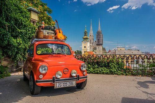 Rode oldtimer retro auto in Zagreb, Kroatië
