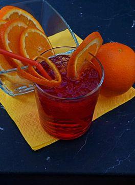 Roter Mond trifft auf Gin und Orange. von Babetts Bildergalerie