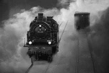 Alte Dampflok kommt aus dem Wolken Nebel von Tanja Riedel