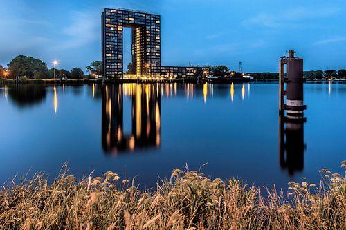 Tasmantoren Groningen tijdens het blauwe uur