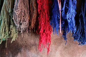 Geverfde wol in Marrakech, Marokko