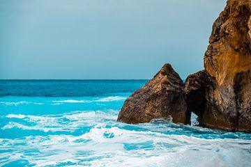 Des rochers dans une eau azur sur MICHEL WETTSTEIN