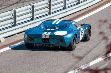 Ford GT40 klassieke raceauto verlaat de pitstraat van Sjoerd van der Wal