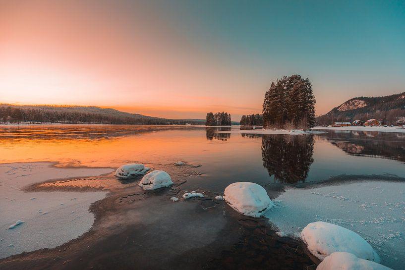 Zweden rivier in de winter 2 van Andy Troy