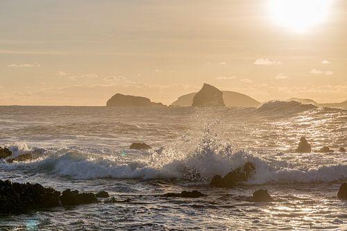 Tegenlichtopname van de Atlantische Oceaan vanaf het eiland Pico, Azoren van