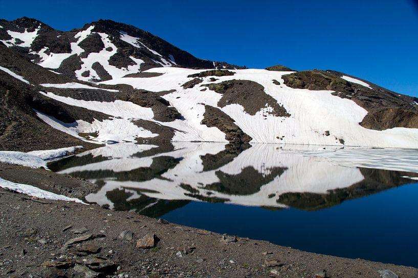Ice Mountain Reflections van Cornelis (Cees) Cornelissen