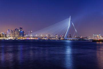 De Erasmusbrug straalt | Rotterdam van Menno Verheij / #roffalove