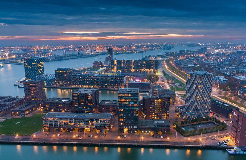 Rotterdam night lights van Ilya Korzelius