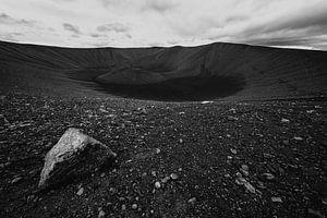 Zwart-wit foto van de Hverfjall krater bij Myvatn, IJsland