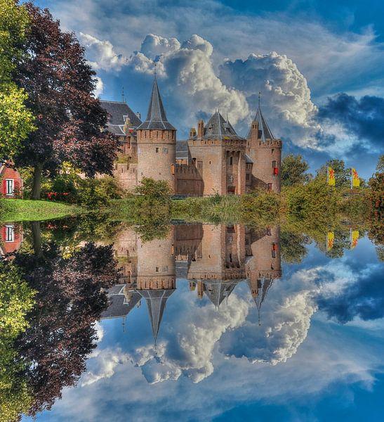 Water reflection, Muider Slot, The Netherlands van Maarten Kost