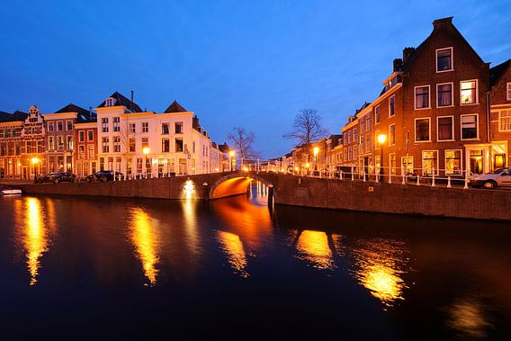 Het Rapenburg met de Sint Jeroensbrug in Leiden