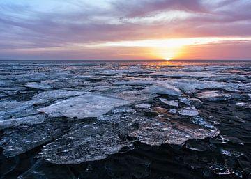 Harlingen, strand kruiend ijs
