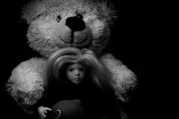 Jouets : ours en peluche, poupée et un canard de bain. sur Margreet van Tricht