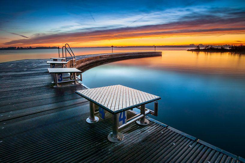 Openlucht Zwembad met steiger bij zonsopkomst van Fotografiecor .nl
