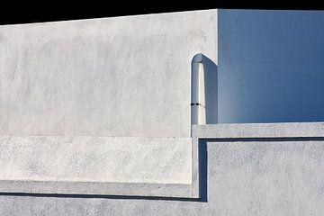 Betonnen muur zon schaduw van Jan Brons