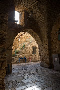 Poort in het oude centrum van Accra, Israel van Joost Adriaanse