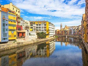 Girona - farbenfrohe Häuser am Fluss Onyar von Katrin May