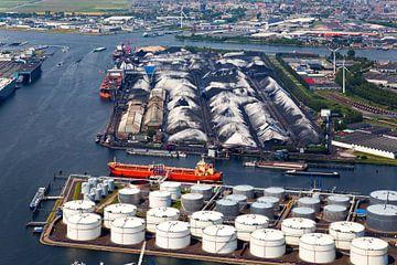 Luchtfoto haven van Amsterdam van Anton de Zeeuw