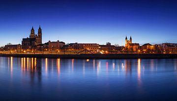 Magdeburg Skyline zur blauen S tunde von Frank Herrmann