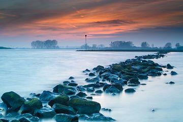 Zonsondergang boven de Rijn van Mark Bolijn