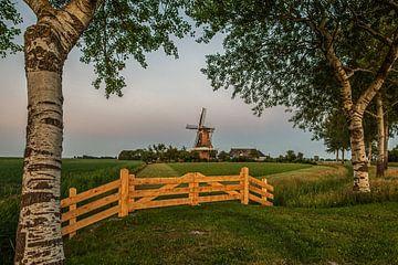 Historische Windmühle von PaesenModder Loch im späten Abendlicht von Harrie Muis