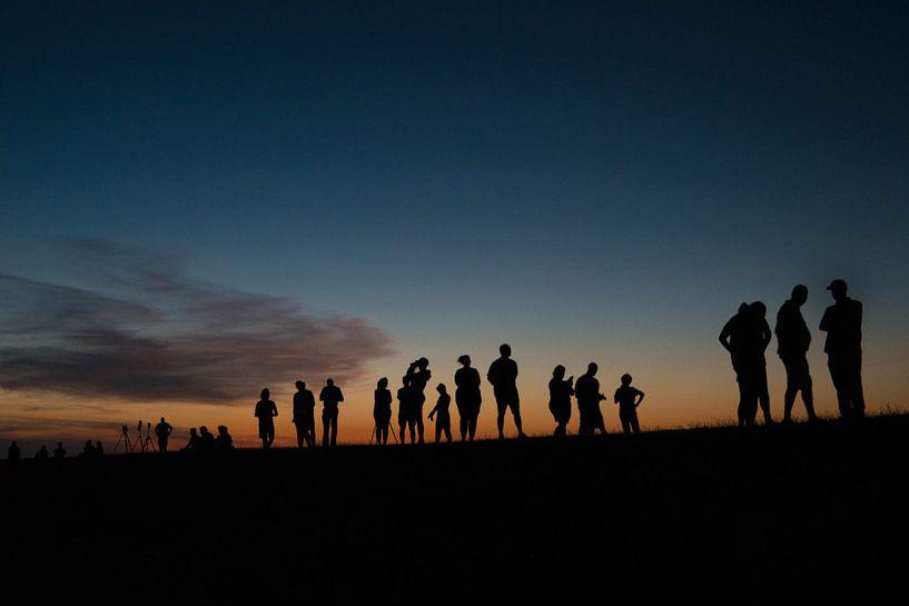 Mensen op de dijk van Manon van Althuis