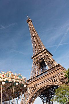 Tour Eiffel à Paris sur Lorena Cirstea