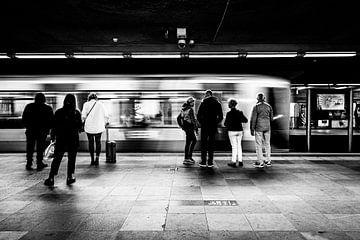 Warten auf die U-Bahn von Ronald Huiberse