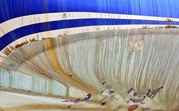 Vissersschip op de kade voor reparatie in Breskens van