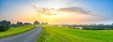 Sonnenaufgang über dem IJsseldelta bei Kampen in Overijssel von Sjoerd van der Wal