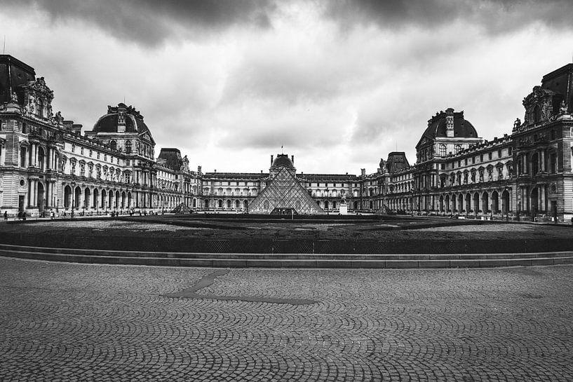 Ein verlassener Louvre von Louise van Gend
