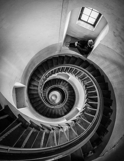 Locke in a downward spiral van Raymond van der Hoogt